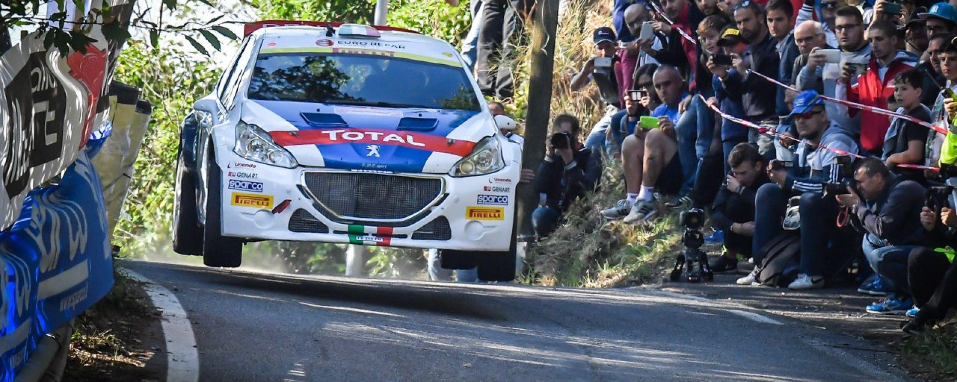 Paolo Andreucci sulla sua Peugeot 208 T16: vista frontale