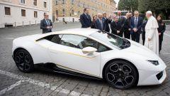 Papa Francesco vende all'asta la sua Lamborghini Huracán - Immagine: 1