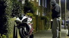 Parcheggi moto con colonnine: il brevetto del futuro
