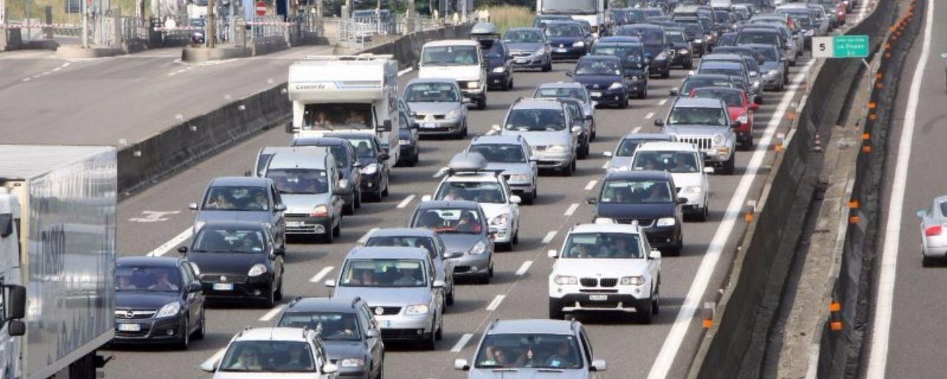 Parco auto, in Italia il tasso di motorizzazione è in crescita