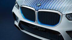 Particolare di BMW X5 a idrogeno