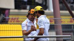 Passaggio di consegne tra gli spagnoli Fernando Alonso e Carlos Sainz, che prenderà il suo posto in McLaren