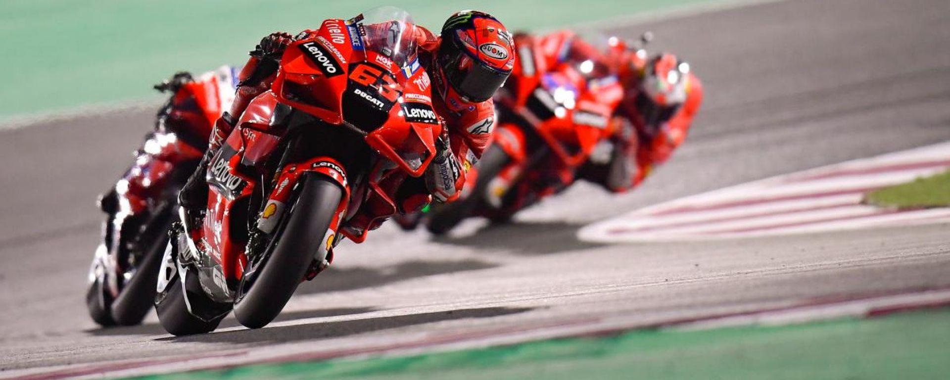 Pecco Bagnaia (Ducati) guida la marea rossa nel GP Qatar 2021