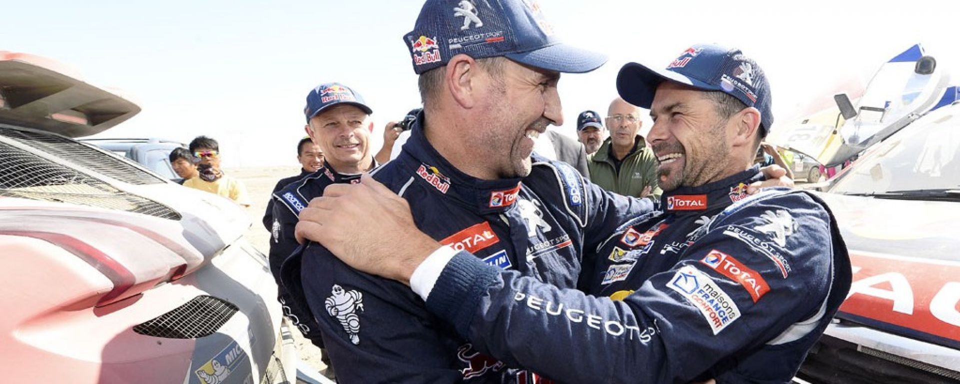Peterhansel e Despres con le loro Peugeot 2008 DKR16 al Silk Way Rally 2016