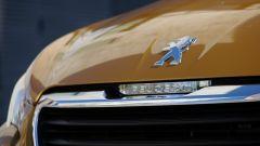 Peugeot 108 Collection Top! 5 porte: griglia frontale e logo