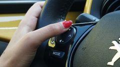 Peugeot 108: comandi al volante