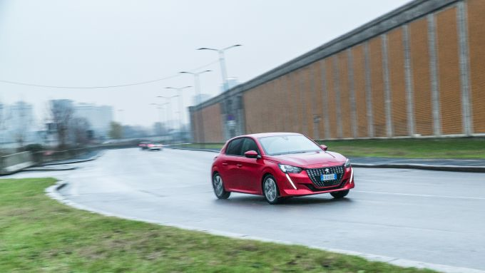 Peugeot 208 2019, un momento del test drive