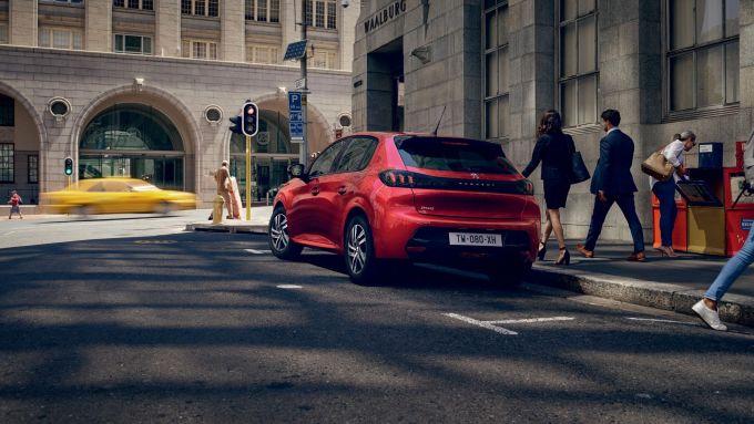 Peugeot 208 Allure e Allure Pack: visuale di 3/4 posteriore