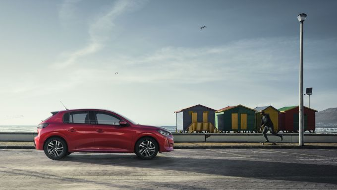 Peugeot 208 Allure e Allure Pack: visuale laterale