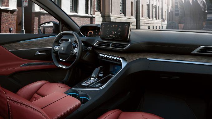 Peugeot 3008 2021, gli interni opzionali in pelle nappa rossa e finiture in legno