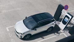 Peugeot 3008 2021, la versione plug-in hybrid in ricarica