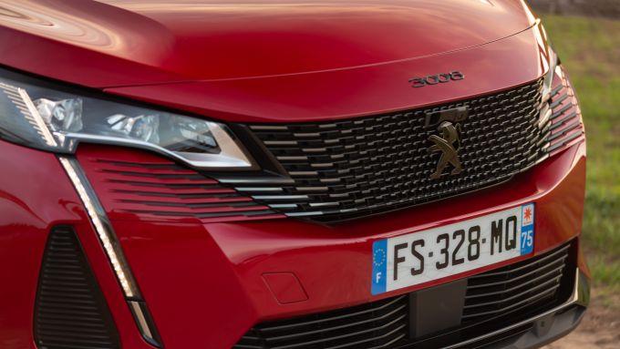 Peugeot 3008 2021, le nuove luci diurne: le zanne del Leone