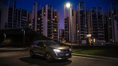 Peugeot 3008, con la visione notturna è l'auto di Batman