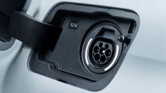 Peugeot 3008 GT Hybrid4: bocchettone di ricarica