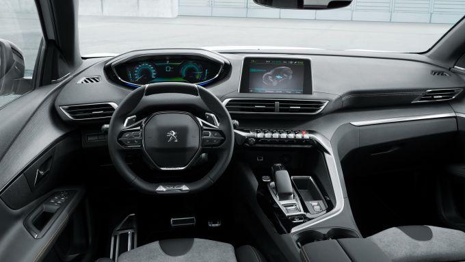 Peugeot 3008 GT Hybrid4: gli interni