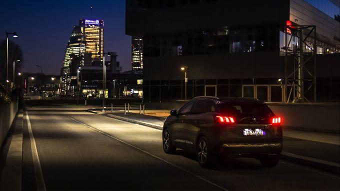 Peugeot 3008, Night Vision vede a una distanza superiore a quella dei fari