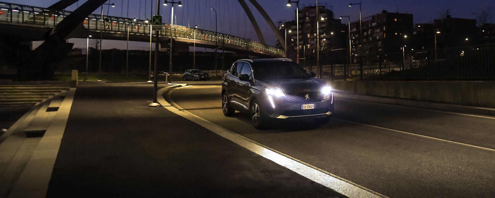 Peugeot 3008, prova della visione notturna Night Vision