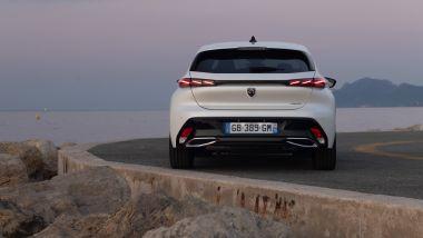 Peugeot 308 2021, lo scarico è nascosto sotto al fascione