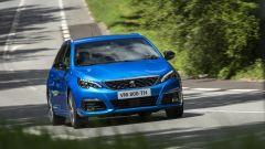 Peugeot 308 2021: visuale frontale della station wagon