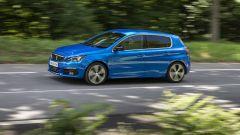 Peugeot 308 2021: visuale laterale della berlina