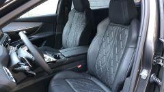 Peugeot 5008 2.0 BlueHDi EAT8 GT: i sedili anteriori con regolazione elettrica, memorie e funzione massaggio