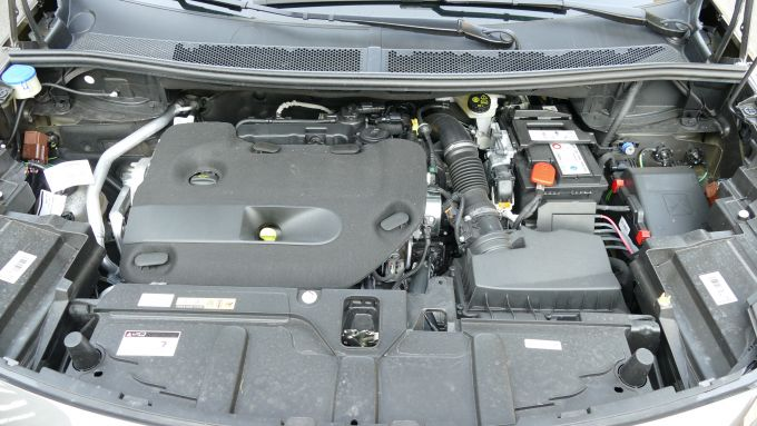 Peugeot 5008 2.0 BlueHDi EAT8 GT: il motore da 177 CV non consuma molto