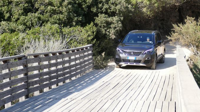Peugeot 5008 2.0 BlueHDi EAT8 GT: un passaggio in off-road