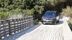 Peugeot 5008 2.0 BlueHDi EAT8 GT: un ponte di legno sopporta i 1.500 kg abbondanti dell'auto francese