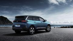 Peugeot 5008: della monovolume mantiene l'andamento verticale del portellone