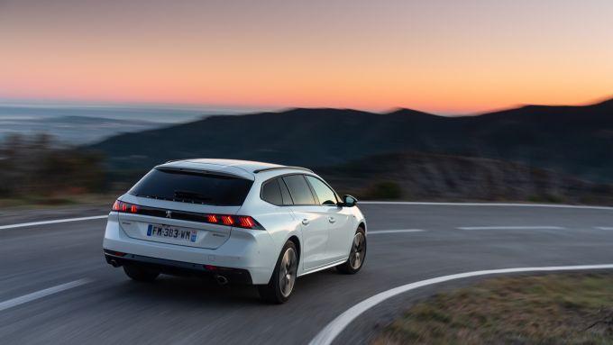 Peugeot 508 Hybrid: va dappertutto in barba ai blocchi del traffico