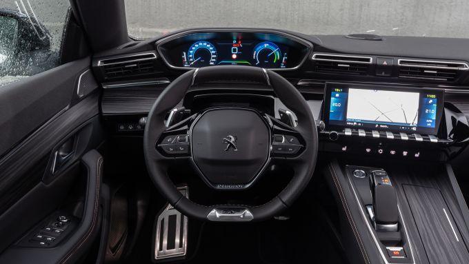Peugeot 508 plug-in hybrid: gli interni
