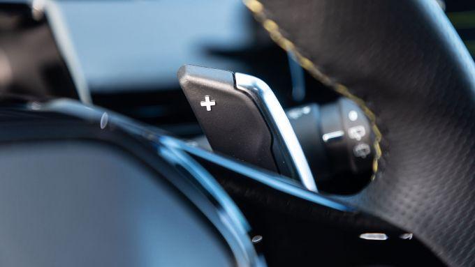 Peugeot 508 Sport Engineered, comandi al volante del cambio e-EAT 8
