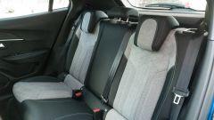 Peugeot e-2008: divanetto posteriore
