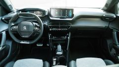 Peugeot e-2008: gli interni