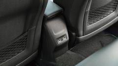 Peugeot e-2008: le prese USB al posteriore