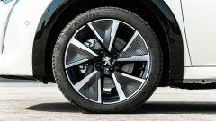 Peugeot e-208: cerchi in lega da 17