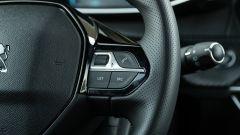 Peugeot e-208: dettaglio del volante