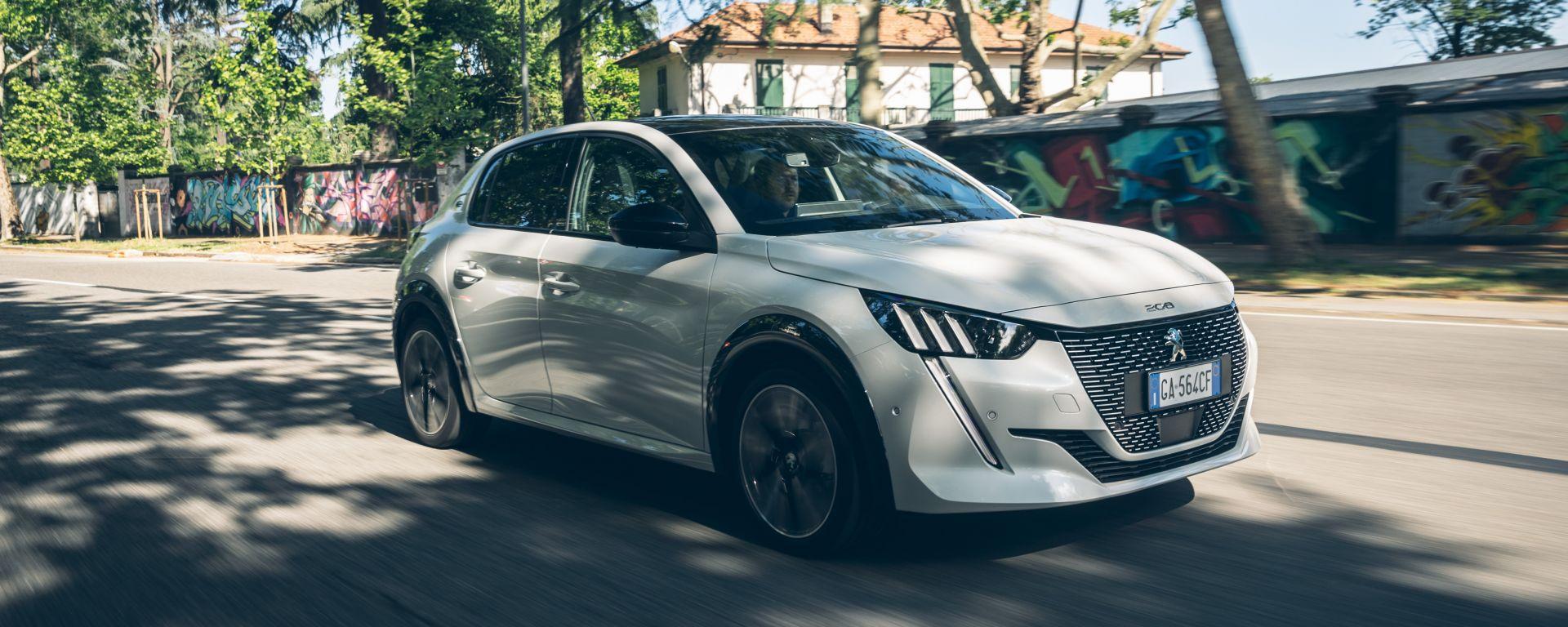 Guida alla ricarica delle auto elettriche con la Peugeot e-208