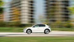 Peugeot e-208: la prova su strada