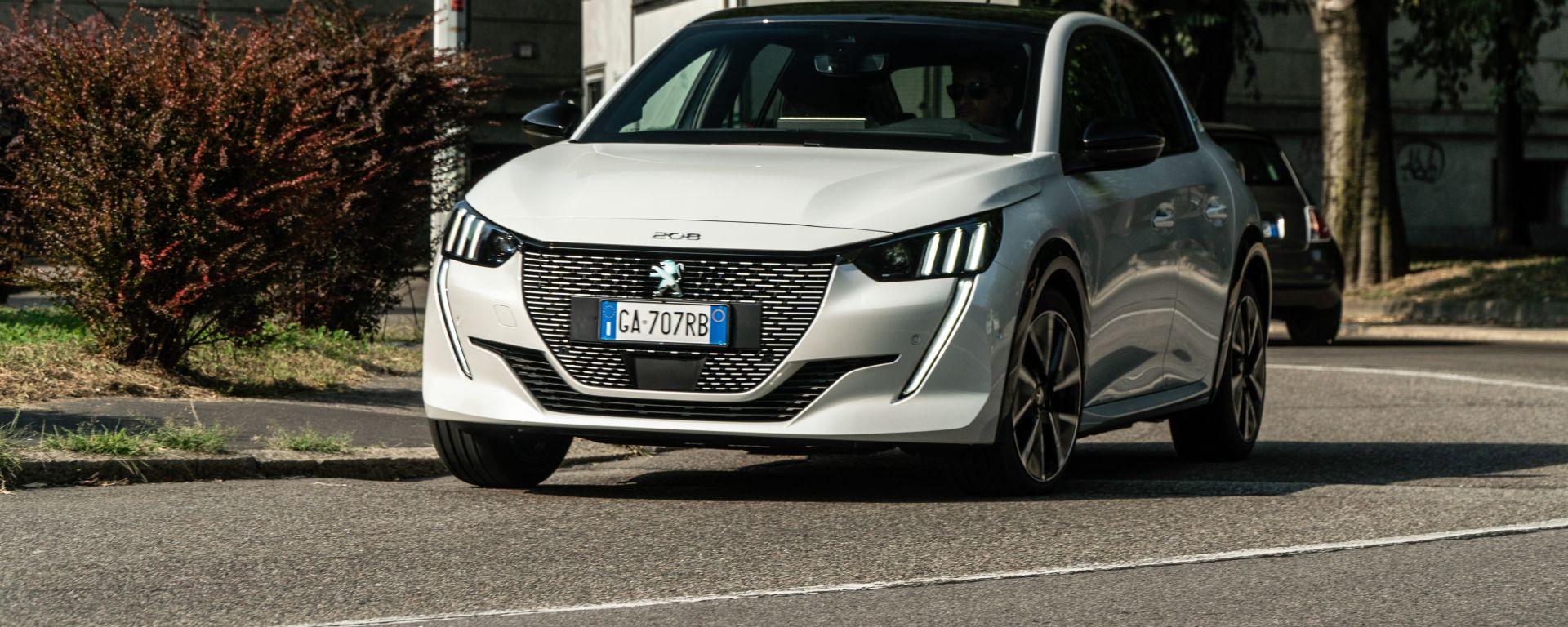 Peugeot e-208: l'utilitaria francese ora è full-electric