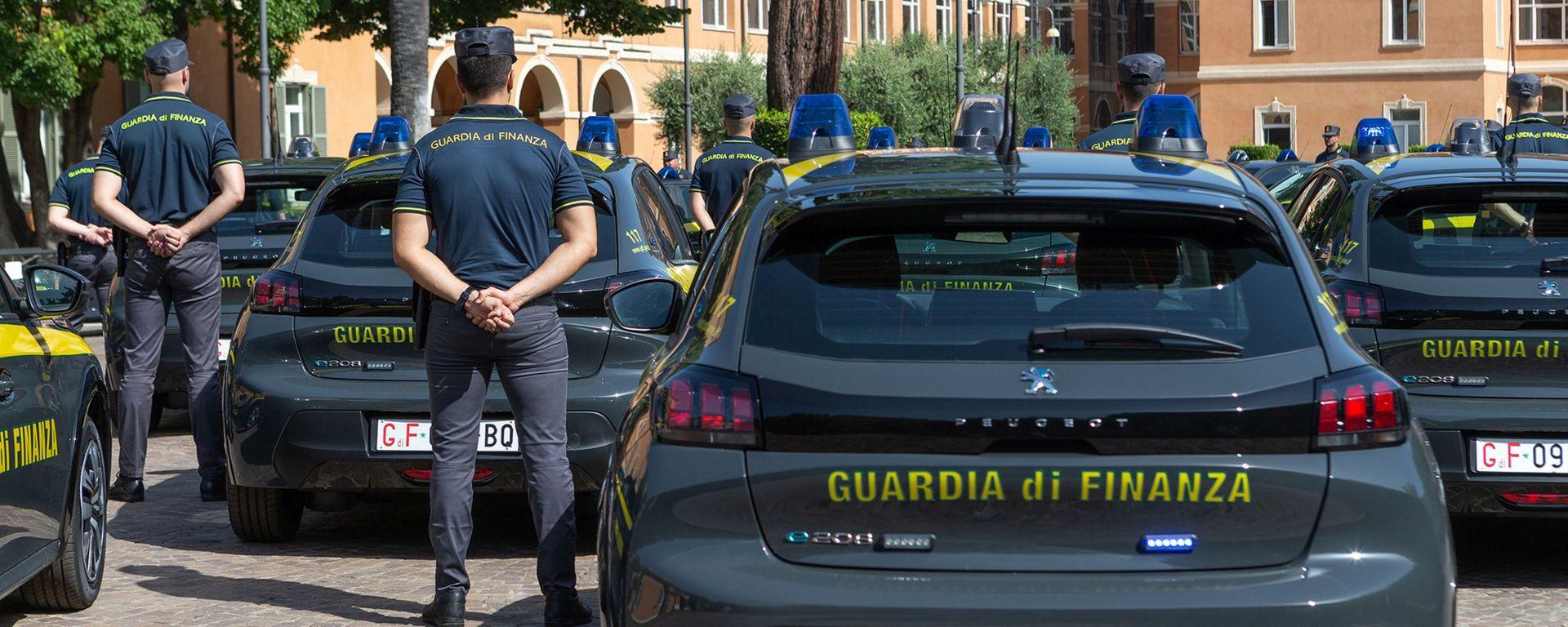Peugeot e-208 per la Guardia di Finanza: allestimento specifico