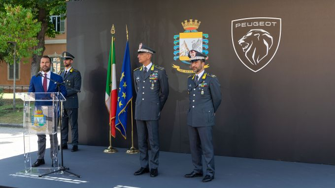 Peugeot e-208 per la Guardia di Finanza: la cerimonia con il Direttore Generale di Peugeot Italia, Salvatore Internullo