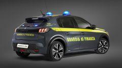 Peugeot e-208 per la Guardia di Finanza: visuale di 3/4 posteriore