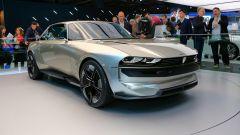 Peugeot e-Legent: 3/4 anteriore