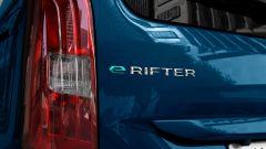 Peugeot e-Rifter, il lettering sul portellone
