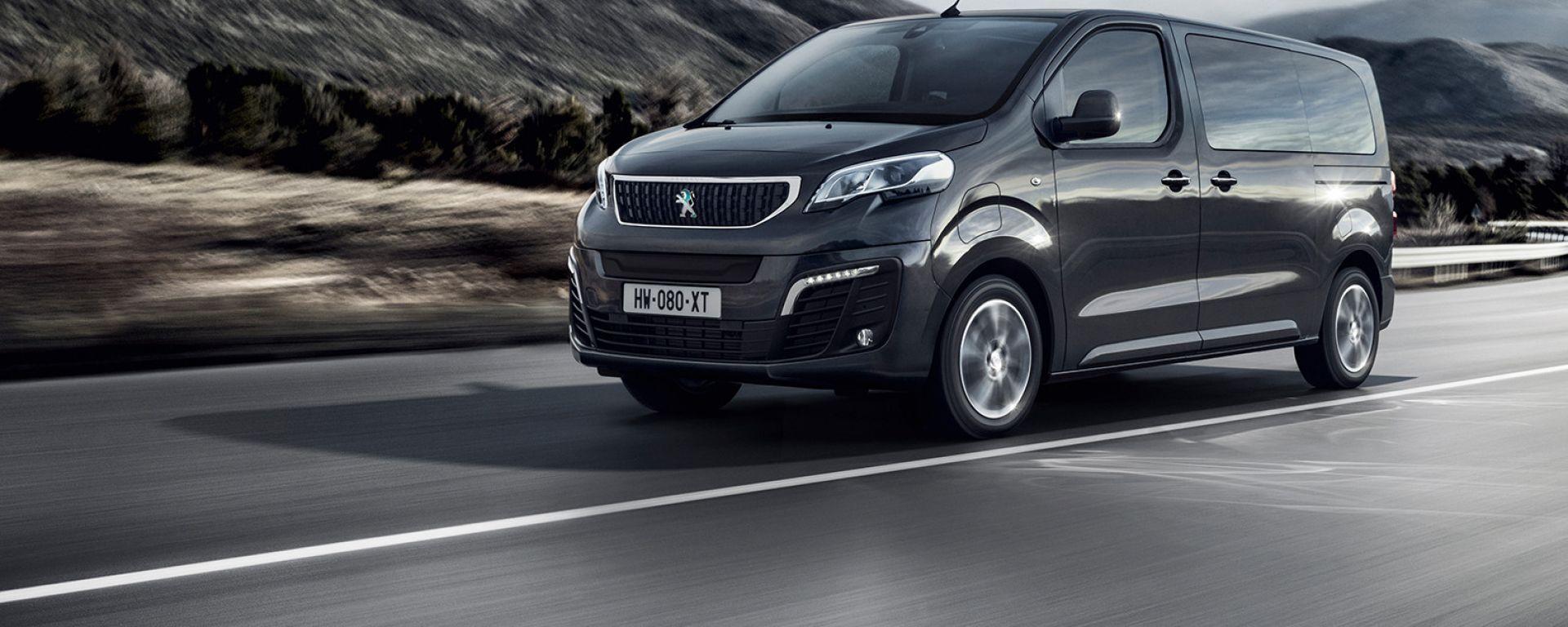 Peugeot e-Traveller: visuale di 3/4 anteriore