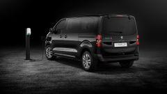 Peugeot e-Traveller: visuale di 3/4 posteriore