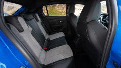 Peugeot e208, gli interni: sedili posteriori