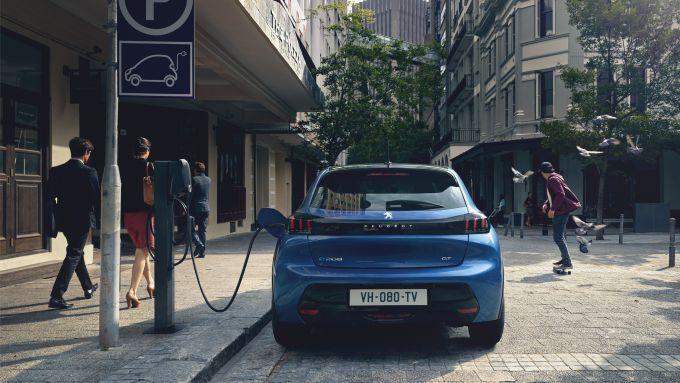 Peugeot ed Enel X: la e-208