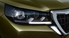 Peugeot Landtrek, dettaglio del faro anteriore